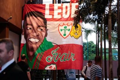 Bandeira em homenagem a Ivair